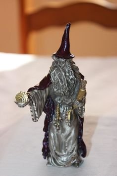 WIZARD WITH CRYSTAL AND BOOK FINE PEWTER FIGURINE BY MASTERWORKS USA MADE