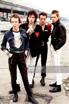 Drummer Nicky 'Topper' Headon, guitarist Mick Jones, singer Joe Strummer - and bassist Paul Simonon of British punk group The Clash in New York in (Photo by Michael Putland/Getty Images) Joe Strummer, Rock And Roll, Rock N Roll Music, The Clash Band, Topper Headon, I Love Music, Les Aliens, Paul Simonon, The Ventures