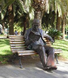Escultura de Benito Pérez Galdós. Obra de Ana Luisa Benitez. Parque Don Benito en Schamann. Las Palmas de Gran Canaria. España. Ⓜ