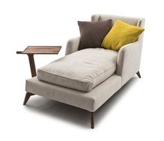 Love this chaise lounge, especially the tray to put your drink.