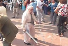 WATCH: This will make you smile! Elderly gentleman throws his sticks away to DANCE Old People Memes, Funny Old People, Elderly Couples, Elderly Man, Memes Baile, Social Media Search Engine, Funny Dancing Gif, Star Wars, People Dancing