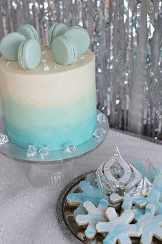Sain kunnian tehdä herkut Kultahippu-blogin järjestämiin Frozen-juhliin. Mielettömän näyttävät juhlat hurmasivat lapsivieraat, ja ehkä vähän aikuisetkin.
