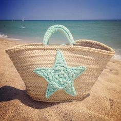 Beach bag with crochet star - LVLY Crochet Stars, Crochet Quilt, Crochet Tote, Crochet Handbags, Crochet Purses, Crochet Crafts, Knit Crochet, Beach Bag Tutorials, Crochet Beach Bags