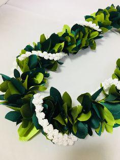 (Ribbon Lei)Designed by Tracy Harada) Ui'mauamau 公認インストラクター レッスン、キット販売してます💁♀️ Hawaiian Leis, Ribbon Lei, Graduation Leis, Hobby Ideas, New Hobbies, With, Luau, Projects To Try, Crochet