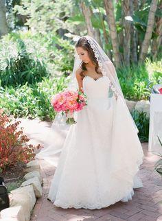 Sweetheart neckline wedding dress: Photography: Michelle Beller - http://www.michellebeller.com/