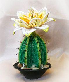 Kaktus aus Perlen....Auf der Seite mit kurzer Anweisung , nicht in deutsch. Aber Anhand der Bilder sehr gut nach zu machen.