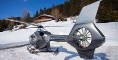 Pour faciliter votre séjour à la neige, un hélicoptère vous attend au pied du chalet. © DR