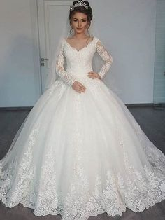 Vintage V-Neck Long Sleeves Appliques Ball Gown Wedding Dress