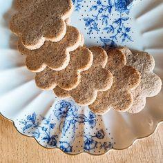 """""""Mi piace"""": 420, commenti: 38 - Gloria Di Blasi Vita su Marte (@vitasumarte_g) su Instagram: """"In estate molti forni si sentono abbandonati. Non contribuire anche tu a questo sfacelo e sforna…"""" Gingerbread Cookies, Gif, Estate, Instagram, Mars, Home, Gingerbread Cupcakes"""