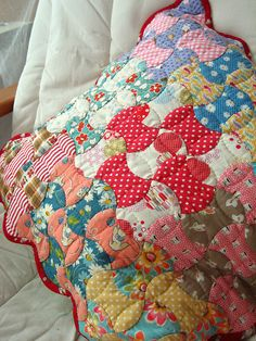 Vintage looking apple core quilt. Love the quilting on this one. :)