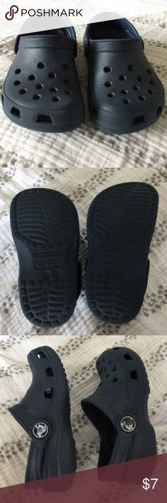Toddler navy classic Crocs sandals clogs size 6 7 Authentic Crocs in a toddler size 6/7! These do show wear, as pictured, but have plenty of life left. Great for backyard play because you can just hose them off if they get dirty! :) Smoke free and pet free home. Bundle and save! CROCS Shoes
