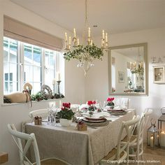 How I decorated our previous homes for Christmas - Day 4 Christmas Room, Christmas Ideas, Interior Stylist, Interior Photography, Typography Prints, Window Treatments, Table Settings, Shabby Chic, Dining Room