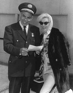 On Friday, March Marilyn Monroe is back in Los Angeles after having spent ten days in Mexico City. Pat Newcomb, Eunice Murray and Jose Bolanos are with her. Photographs by George Fry. Hollywood Stars, Classic Hollywood, Old Hollywood, Hollywood Icons, Hollywood Glamour, Marilyn Monroe 1962, Marilyn Monroe Photos, Joe Dimaggio, Churchill