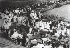 Ingermanländska flyktingar återvänder hem under amnesti. Finland nära Raasuli. Sommaren 1921. Hem, Finland, Concert, Painting, Pictures, Historia, Painting Art, Concerts, Paintings