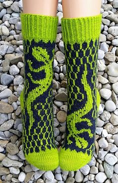 Knit Art, Knitting Socks, Knit Socks, Couture, Shades Of Green, Knitting Projects, Leg Warmers, String Art, Crochet