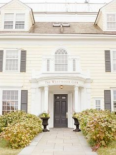 One couple mirrored the natural, laid-back beauty of their favorite summer spot with a classic ceremony and reception. Summer Wedding, Dream Wedding, Wedding White, Nantucket Wedding, Whimsical Wedding, Cape Cod, Big Day, Perfect Wedding, Beach House