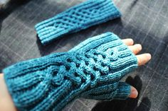 Ravelry: Vivid mitts pattern by Jungmi Ryu