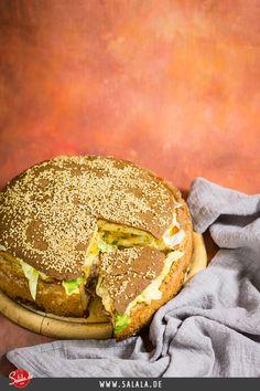 XXL Big Mac Rezept Low Carb und glutenfrei aber mit Bacon Ein übertrieben großer XXL Big Mac Burger mit Bacon und Spezialsauce. Natürlich sind das alles Low Carb taugliche Zutaten, aber ich würde das Ding trotzdem nicht alleine essen Food-Gigantomanie, heute auch mal bei uns!