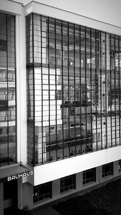 Bauhaus Interior, Black Mountain College, Walter Gropius, Thing 1, Back Gardens, Facade, Construction, Bauhaus Building, Classic Architecture