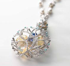 ミキモトのハイジュエリー、ペンダントをご紹介します。―日本を代表する世界のジュエラー MIKIMOTO(ミキモト)。1895年より、養殖真珠のオリジネーターとして、美を追求し続けています。