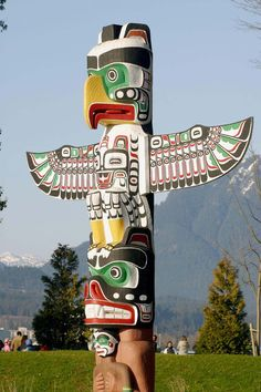 Totem Pole at Stanley Park ~ Vancouver, British Columbia, Canada Native Indian, Native Art, Native American Indians, Totem Pole Art, Arte Haida, Westerns, Tlingit, Canadian Art, Animal Totems