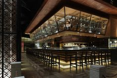日本料理「純彩 上海96広場店」 所在地:中国上海市浦東新区東方路796号96広場2階 床面積:1階/700㎡、中2階/155㎡ 合計856㎡ 設計:スムースデザイン 関根伸明 photo:ナカサ&パートナーズ