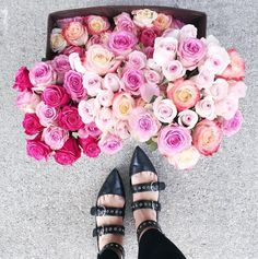 #repost - Tara Leydon from TL Makeup & Image helping us prepare for one of our events! Pink roses are always a must!  #blendandboost #skincare #skinsolutions #skintreatment #customized #customizedskincare #luxury #luxuryskincare #beauty #beautycommunity #beautybloggers #bbloggers #natural #naturalskincare #dermatology
