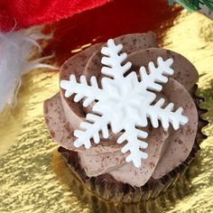 Edible Fondant Snowflakes CupCake Toppers perfect for christmas cakes & cupcakes. | CaljavaOnline.com