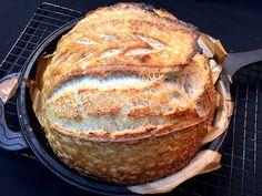 Quando você não tem um forno industrial, o jeito é improvisar. Com algumas dicas e truques você vai conseguir assar deliciosos pães em seu forno doméstico