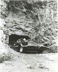 Batmobile - TV series (1966 - 1968), leaving the Bat Cave