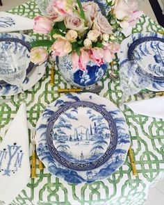 Such a beautiful #tablescape by Tina at @theenchantedhome... A #perfect combination of colors and patterns, I simply could not love it more!