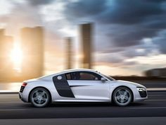 Audi R8 V10 2013 white Wallpaper