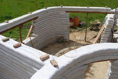 For Hal: Earthbag Building: La Casa Vergara Environmental Architecture, Eco Architecture, Beautiful Architecture, Earthship, Cob Building, Building A House, Rammed Earth Homes, Earth Bag Homes, Sustainable Building Materials