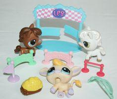 Littlest Pet Shop Lot 3 HORSES + ACCESSORIES Hay Cowboy Hat etc #Hasbro