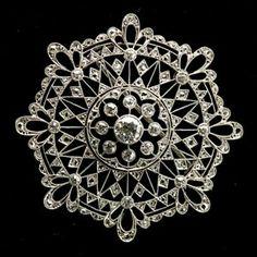 spilla antica in platino e brillanti raffinato traforo Riva gioielli argenti antichi Bergamo www.gioielliantichi.eu