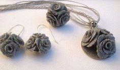 Šedé šperky - Ručně vyrobené růže - Květinový náhrdelník, náušnice, prsten - polymerová hlína - fimo