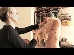 Bio-Couture ha creado una tela inteligente q `crece´ sola tras ser cultivada con la ayuda de bacterias, tés y levaduras @diariodeltraje