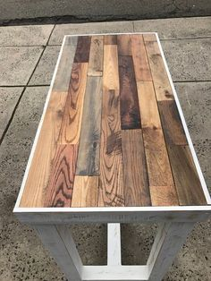 High top table in reclaimed wood Pallet Table Top, Diy Table Top, Table Bar, Table Top Design, Reclaimed Wood Table Top, Wooden Pallet Projects, Wooden Pallet Furniture, Woodworking Furniture, Wood Pallets