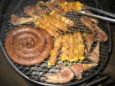 A South African braai is the same as a bbq. South African's love to braai boerewors (a thick farmers sausage filled with coriander and other spices), lamb or pork chops, ribs or chicken/lamb/beef kebabs usually marinated before braaiing! South African Braai, South African Dishes, South African Recipes, Braai Recipes, Meat Recipes, Cooking Recipes, Farmer Sausage, Fish Dishes, Afrikaans