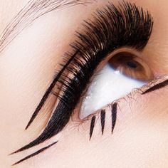 multidirectional graphic eyeliner   Photo taken by Sarah Steller - INK361 http://amzn.to/2tGUGWx