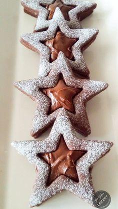 Çikolatalı Yıldız Kurabiye nasıl yapılır? Bir Dilim Lezzet farkıyla denenmiş, resimli ve güvenerek yapabileceğiniz Çikolatalı Yıldız Kurabiye malzemelerine ve tarifine göz atın... Christmas Cookies Gift, Christmas Food Gifts, Chocolate Stars, Chocolate Cookies, Christmas Cake Designs, Star Cookies, Holiday Cookie Recipes, Cookie Gifts, Easy Gifts