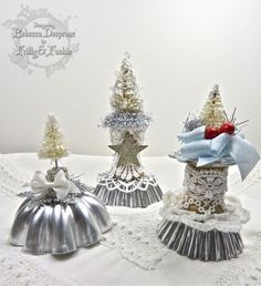 Frilly and Funkie: Saturday Step By Step with Rebecca. Christmas decorations Vintage Christmas Crafts, Country Christmas Decorations, Vintage Crafts, Christmas Projects, Holiday Crafts, Christmas Ideas, Rustic Christmas, Christmas Globes, Mini Christmas Tree