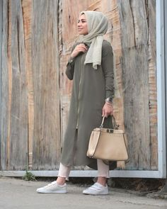 Latest hijab fashion outfits – just trendy girls Hijab Fashion 2016, Modern Hijab Fashion, Street Hijab Fashion, Hijab Fashion Inspiration, Islamic Fashion, Abaya Fashion, Muslim Fashion, Fashion Outfits, Style Inspiration