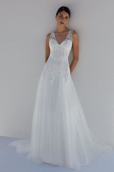 Elopement Wedding Dresses, Boho Chic Wedding Dress, Simple Wedding Gowns, Wedding Dress Train, Classic Wedding Dress, Wedding Dress Sleeves, Bridal Dresses, Tulle Wedding, Gown Wedding