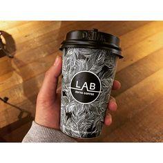 Coffee Label, Coffee Icon, Coffee Packaging, Coffee Branding, Coffee Cups, Coffee Shop Interior Design, Coffee Cup Design, Paper Cup Design, Juice Bar Design