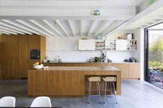 Saffier | KOMAAN!architecten voor no-nonsense verzinsels en allerhande projecten. Teak, New Homes, Kitchen, Table, Spices, Interiors, Furniture, Home Decor, Kitchens