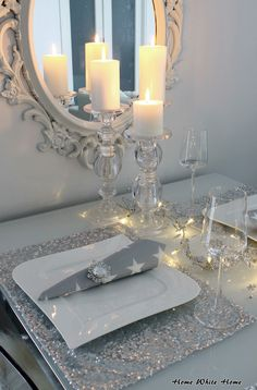 Home White Home: Joulun hopeinen kattaus Silver Christmas Decorations, Christmas Tablescapes, Christmas Candle, Light Decorations, Holiday Decor, Christmas And New Year, Christmas Home, Deco Table Noel, Xmas Party
