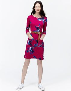 A gorgeous Joules ruby pink floral Amy Jersey Dress beautifully stands out with a stylish blend of autumn colour tones T_AMY Casual Wear Women, Casual Dresses For Women, Dresses For Work, Clothes For Women, Women's Casual, Women's Dresses, Dress Skirt, Wrap Dress, Jersey Shirt Dress