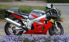 Suzuki GSX-R 600 SRAD aangeboden op WWW.MOTORTREFFER.NL #suzuki #suzukigsxr #suzukigsxr600 #suzukigsxr600srad #motortreffer #motorentekoopmt #motoroccasion #motoroccasions #motorverkoop #motoren #motorverkopen #motorinkoop #motorzoeken #motorenzoeken #motorzoeker #motorexport #motorimport #motorinkopen #motorcross #caferacer #bobber #bratstyle #custommade #chopper #crossmotoren #racemotoren #allroadmotoren #toermotoren #motorscooter #enduro