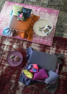 Carpet reloaded di Golran per MorosoLa Oasis collection di Atelier Oï riprende le sfumature di Carpet Reloaded, una collezione di tappeti in edizione limitata della prima e della seconda metà del '900 reinterpretati in modo nuovo. Sono modelli decolorati e ricolorati, sfilati e ritessuti da esperti annodatori che lavorando nel totale rispetto dei materiali originali hanno raggiunto risultati straordinari